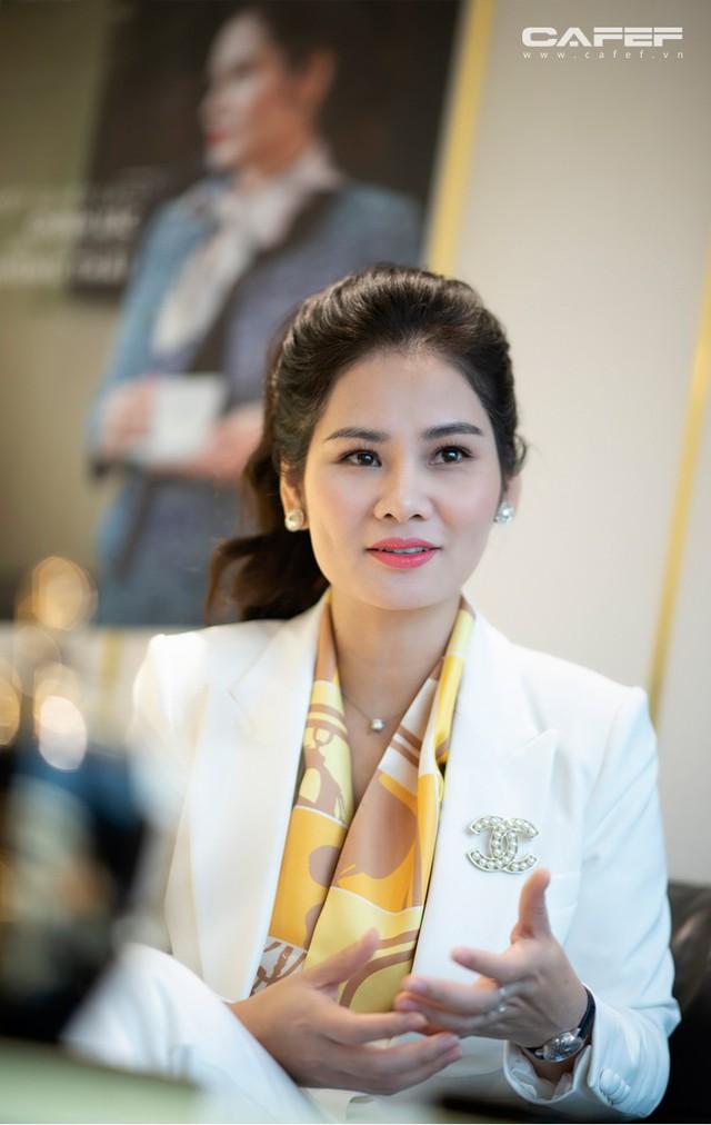 Doanh nhân Hà Bùi: Từ cô công nhân nhặt chỉ đến CEO thời trang Sohee - Ảnh 3.