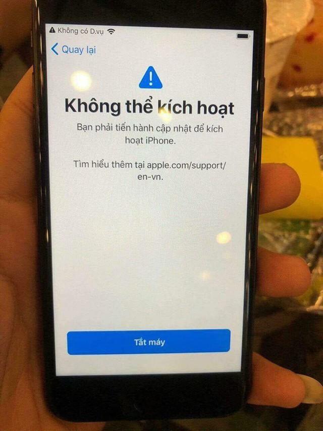 iPhone biến thành cục gạch sau khi nâng cấp iOS 12 - Ảnh 1.