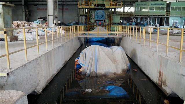 Hậu Vinashin: 8 năm hoang tàn bỏ mặc, không thể tin nổi đây là nhà máy thép từng ngốn 3.300 tỉ đồng đầu tư - Ảnh 2.