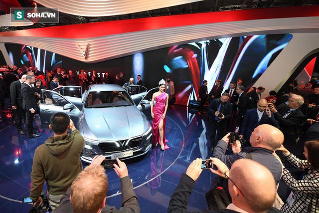 Nhìn loạt ảnh để thấy xe VinFast được truyền thông thế giới quan tâm đến mức nào - Ảnh 1.
