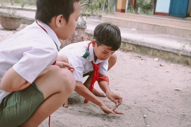 Bộ ảnh xúc động về cậu bé mồ côi ở Quảng Nam tự lập từ năm 12 tuổi, nuôi lợn để được đến trường - Ảnh 7.