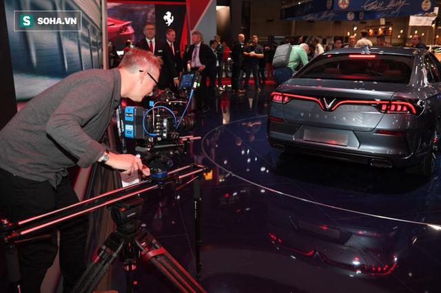 Nhìn loạt ảnh để thấy xe VinFast được truyền thông thế giới quan tâm đến mức nào - Ảnh 7.