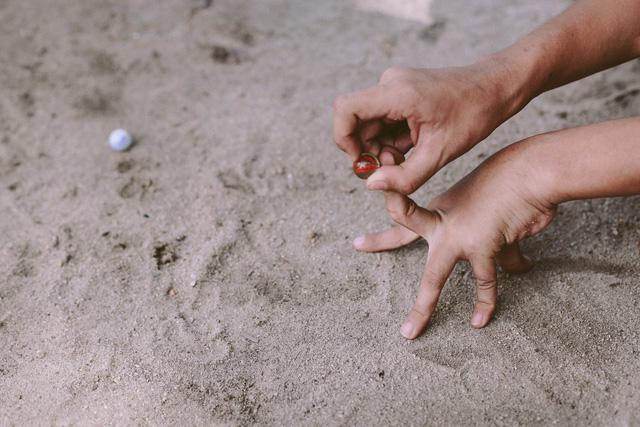 Bộ ảnh xúc động về cậu bé mồ côi ở Quảng Nam tự lập từ năm 12 tuổi, nuôi lợn để được đến trường - Ảnh 8.