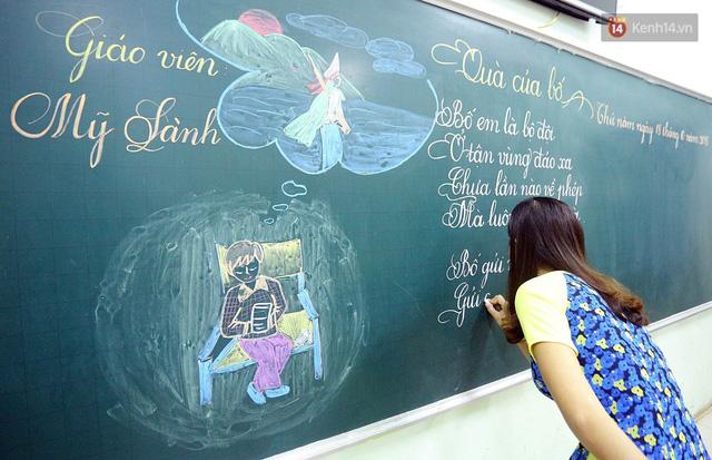 Gặp 18 cô giáo Quảng Trị viết chữ đẹp như vẽ tranh vừa gây sốt MXH: Học sinh trong trường chữ cũng siêu đẹp - Ảnh 1.