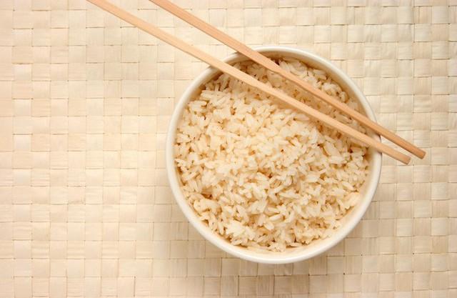 Các nhà khoa học chỉ bạn cách nấu cơm giảm calo để ăn đỡ béo - Ảnh 1.