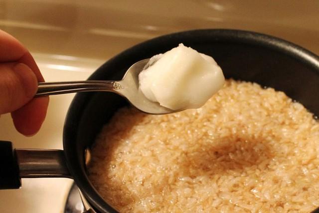 Các nhà khoa học chỉ bạn cách nấu cơm giảm calo để ăn đỡ béo - Ảnh 2.