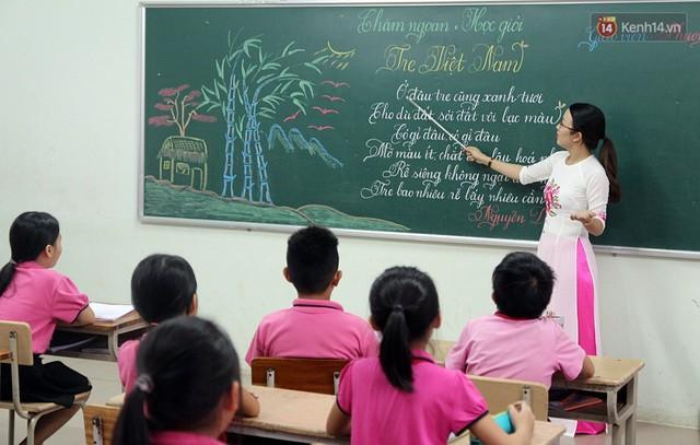 Gặp 18 cô giáo Quảng Trị viết chữ đẹp như vẽ tranh vừa gây sốt MXH: Học sinh trong trường chữ cũng siêu đẹp - Ảnh 4.