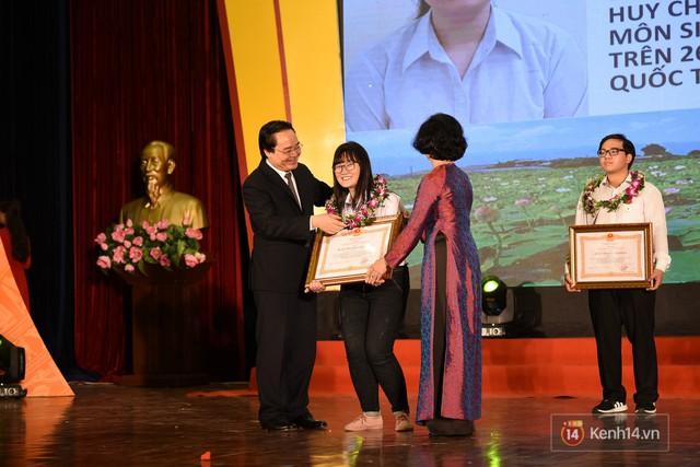 Nữ sinh 2000 giành HCV Olympic Sinh học Quốc tế, đạt kỷ lục thí sinh có điểm thi cao nhất thế giới: Ba lô đến trường nặng 8kg toàn là sách vở - Ảnh 5.