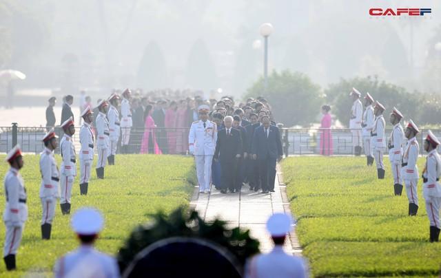 Những hình ảnh ấn tượng phiên khai mạc kỳ họp thứ 6 Quốc hội khoá XIV - Ảnh 3.