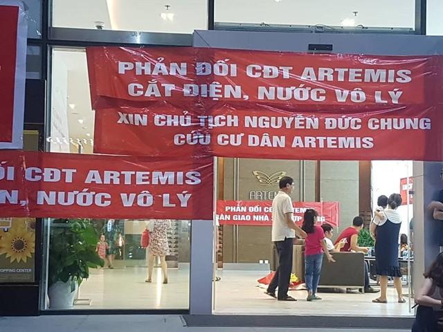 Cư dân chung cư cao cấp ở Hà Nội bị cắt điện, nước vì treo băng rôn tố chủ đầu tư? - Ảnh 2.