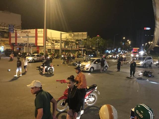 Bài viết ám ảnh sau vụ ô tô BMW tông hàng loạt xe máy ở Hàng Xanh: Cô gái nằm dưới bánh xe không trở về nhà nữa - Ảnh 2.