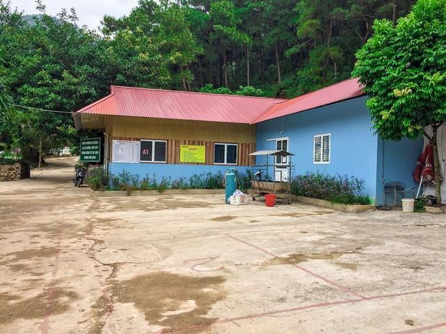 Bên trong khu sinh thái khủng ở Sóc Sơn chính quyền xem là nhà tạm - Ảnh 8.