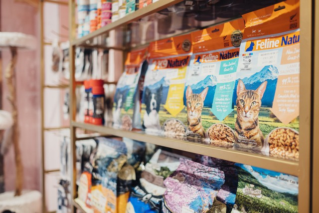 Không tin tưởng vào sản phẩm được sản xuất trong nước, những người nuôi thú cưng ở Trung Quốc trở thành nạn nhân kế tiếp của cuộc chiến thương mại - Ảnh 3.