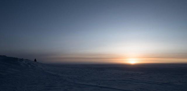 Cuộc sống đảo lộn ở Nam Cực: Vi khuẩn cũng chết cóng, cư dân không được đi tiểu trong lúc tắm - Ảnh 3.