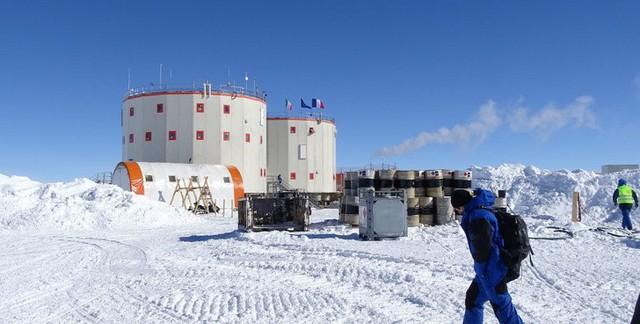 Cuộc sống đảo lộn ở Nam Cực: Vi khuẩn cũng chết cóng, cư dân không được đi tiểu trong lúc tắm - Ảnh 4.