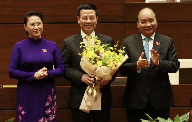 Tiểu sử ông Nguyễn Mạnh Hùng, tân Bộ trưởng Bộ Thông tin và Truyền thông - Ảnh 2.