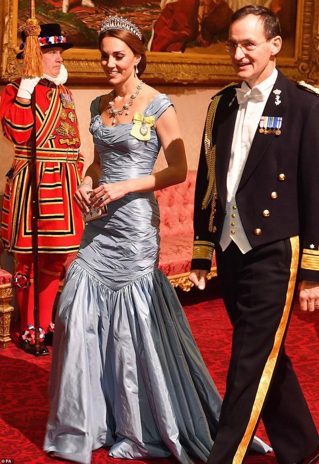 Bà Camilla lần đầu tái xuất bên chồng sau tin đồn ly hôn nhưng vẻ mặt của Thái tử Charles đã nói lên tất cả - Ảnh 4.
