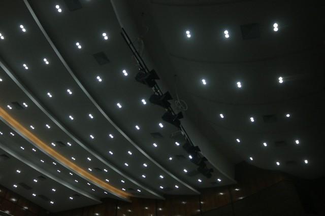 Cận cảnh nội khu nhà hát 117 tỉ đồng đắp chiếu ở Hà Nội - Ảnh 5.