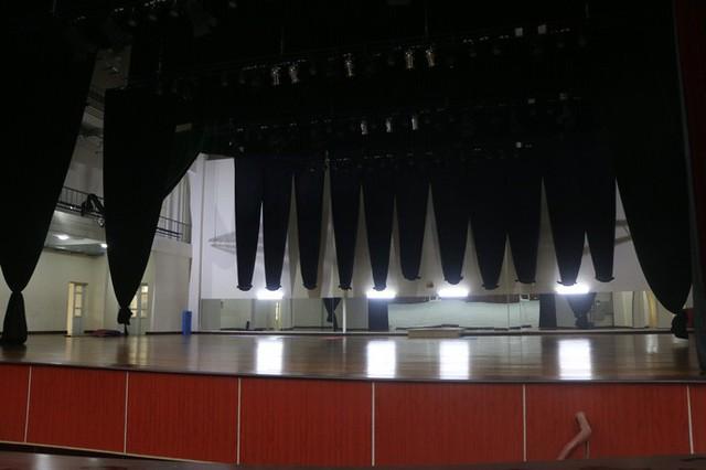 Cận cảnh nội khu nhà hát 117 tỉ đồng đắp chiếu ở Hà Nội - Ảnh 6.