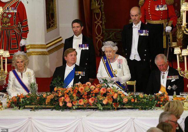 Bà Camilla lần đầu tái xuất bên chồng sau tin đồn ly hôn nhưng vẻ mặt của Thái tử Charles đã nói lên tất cả - Ảnh 6.