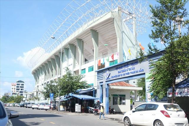 Sân vận động Chi Lăng hoang tàn sau gần 8 năm bán cho doanh nghiệp - Ảnh 1.