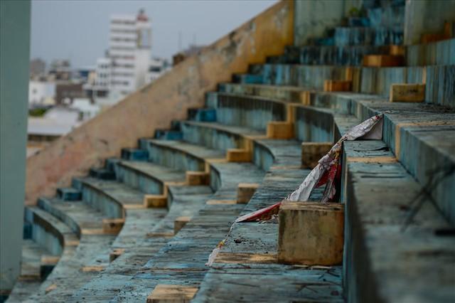 Sân vận động Chi Lăng hoang tàn sau gần 8 năm bán cho doanh nghiệp - Ảnh 3.