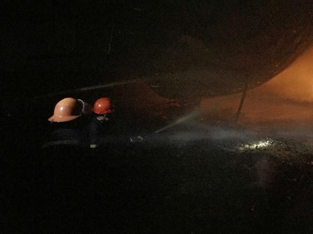 Cháy liên tiếp trong đêm tại Nghệ An gây thiệt hại hàng tỉ đồng   - Ảnh 1.