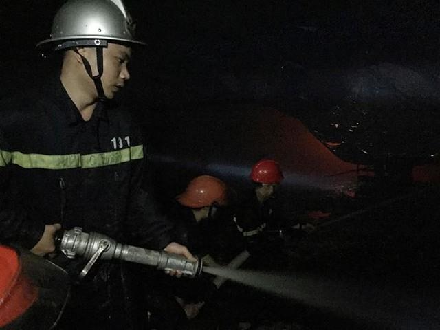 Cháy liên tiếp trong đêm tại Nghệ An gây thiệt hại hàng tỉ đồng   - Ảnh 2.