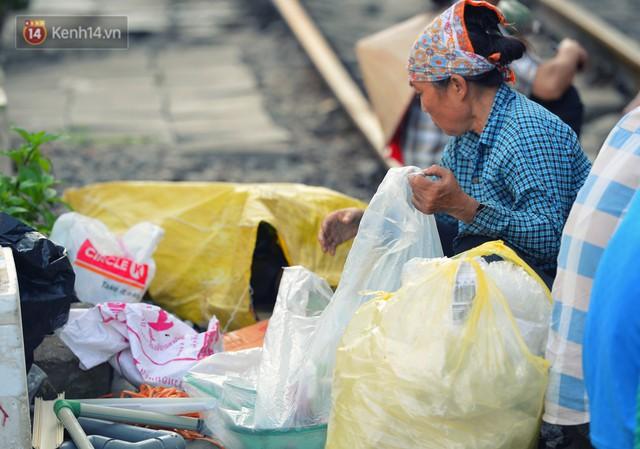 Chẳng cần đến Đài Loan, ngay Hà Nội cũng có một xóm đường tàu bình dị và đẹp đẽ không kém làng cổ Thập Phần - Ảnh 12.