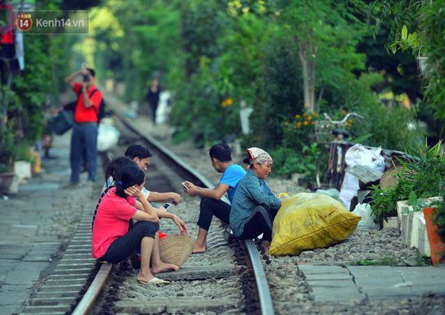 Chẳng cần đến Đài Loan, ngay Hà Nội cũng có một xóm đường tàu bình dị và đẹp đẽ không kém làng cổ Thập Phần - Ảnh 17.