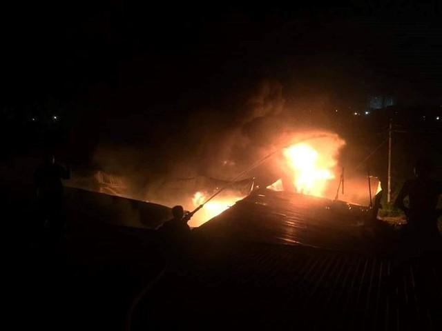 Cháy liên tiếp trong đêm tại Nghệ An gây thiệt hại hàng tỉ đồng   - Ảnh 3.