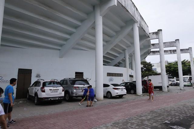 Cảnh hoang phế bên trong sân vận động Chi Lăng sau 8 năm được gả cho Phạm Công Danh - Ảnh 3.