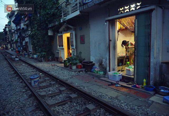 Chẳng cần đến Đài Loan, ngay Hà Nội cũng có một xóm đường tàu bình dị và đẹp đẽ không kém làng cổ Thập Phần - Ảnh 22.