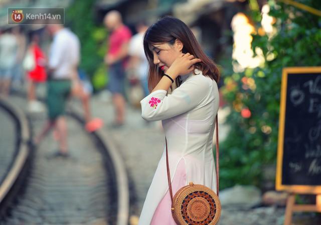 Chẳng cần đến Đài Loan, ngay Hà Nội cũng có một xóm đường tàu bình dị và đẹp đẽ không kém làng cổ Thập Phần - Ảnh 4.