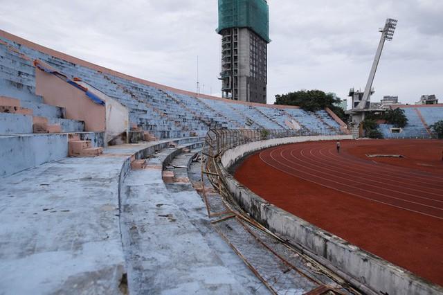 Cảnh hoang phế bên trong sân vận động Chi Lăng sau 8 năm được gả cho Phạm Công Danh - Ảnh 6.