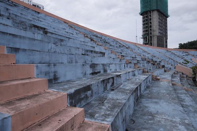 Cảnh hoang phế bên trong sân vận động Chi Lăng sau 8 năm được gả cho Phạm Công Danh - Ảnh 7.