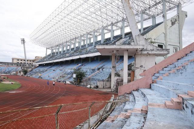 Cảnh hoang phế bên trong sân vận động Chi Lăng sau 8 năm được gả cho Phạm Công Danh - Ảnh 8.