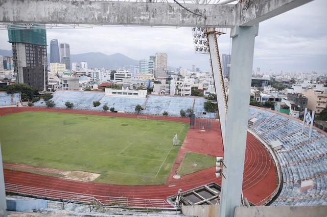 Cảnh hoang phế bên trong sân vận động Chi Lăng sau 8 năm được gả cho Phạm Công Danh - Ảnh 9.