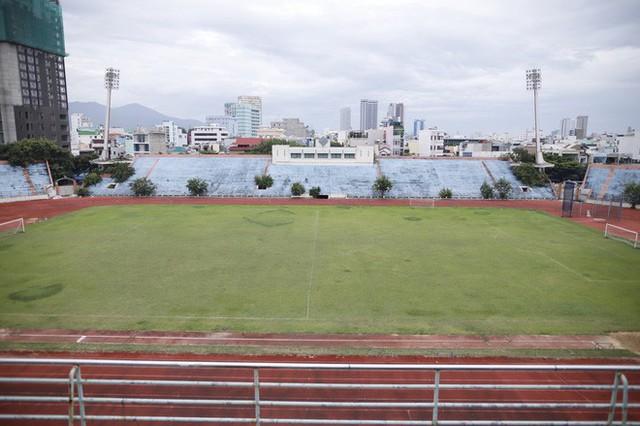 Cảnh hoang phế bên trong sân vận động Chi Lăng sau 8 năm được gả cho Phạm Công Danh - Ảnh 10.