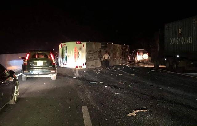 Nguyên nhân xe khách Hoàng Long lật thảm khốc trên cao tốc Hà Nội - Hải Phòng - Ảnh 1.