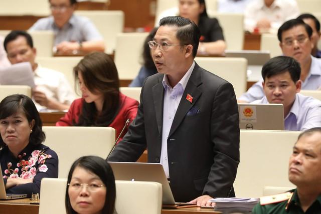 Đại biểu Lưu Bình Nhưỡng và Nguyễn Thị Quyết Tâm tranh luận về nhà hát 1.500 tỷ tại Thủ Thiêm - Ảnh 1.