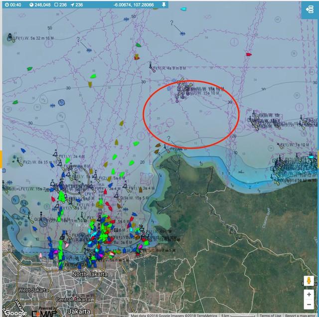 Lực lượng cứu hộ Indonesia đã tìm thấy máy bay chở 188 người rơi xuống biển gãy làm đôi - Ảnh 2.