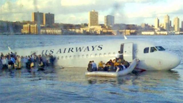 Thế kỷ 21 đã chứng kiến 3 chuyến bay màu nhiệm: Rơi thẳng xuống biển và tỉ lệ sống sót gần 100% - Ảnh 1.