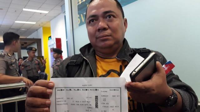 Người đàn ông may mắn thoát khỏi thảm họa máy bay Indonesia rơi vì đến sân bay muộn 10 phút - Ảnh 2.