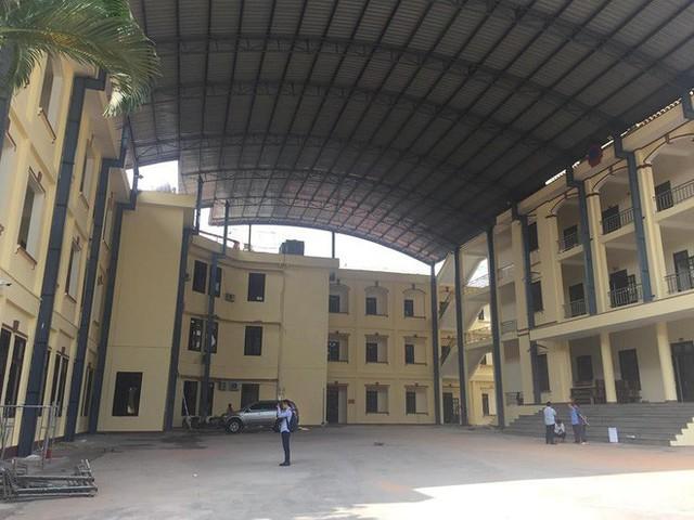 Sân tòa 1.000m2 dùng làm nơi xét xử cựu Trung tướng Phan Văn Vĩnh - Ảnh 3.