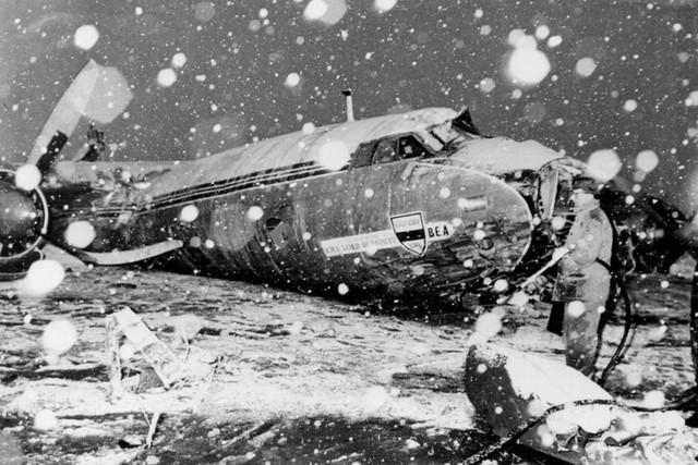 10 thảm họa hàng không thương tâm nhất lịch sử bóng đá thế giới - Ảnh 3.