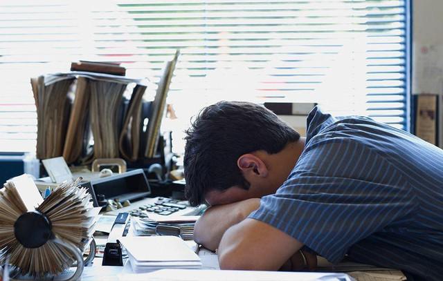 Thiếu ngủ tàn phá sức khỏe như thế nào: Cơ thể mệt mỏi, tâm trạng khó chịu, tăng nguy cơ tử vong sớm - Ảnh 1.