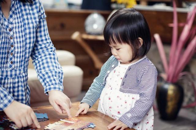 Bố mẹ chẳng cần làm gì nhiều, chỉ dạy con được 3 điều này thì dù đứa nào nhút nhát cũng sẽ trở nên tài giỏi hơn người - Ảnh 1.