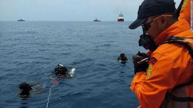 Đội cứu hộ Indonesia mang 24 túi đựng thi thể nạn nhân vụ máy bay Lion Air rơi về nơi nhận dạng - Ảnh 3.