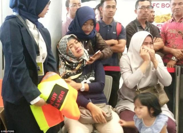 Thực hư về bức ảnh em bé sống sót trên chuyến bay tử thần Lion Air JT 610 được chia sẻ chóng mặt trên mạng - Ảnh 4.